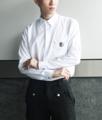 Color: Diamond White | Shadow Black Fabric: Premium Cotton Satin Details: - เชิ้ตแขนยาว - ผ้านำเข้าจากญี่ปุ่น ผ้านุ่มลื่น เงาสวย - ทรง Regular Fit - ซ่อนกระดุมกลางลำตัว (กระดุมสีเงินด้าน) - อะไหล่ตัวล็อคสีเงินบริเวณกระเป๋า  Size:  (1) Size S: รอบอก 37 นิ้ว ความยาวเสื้อ 27 นิ้ว (2) Size M-L: รอบอก 41 นิ้ว ความยาวเสื้อ 28 นิ้ว (3) Size XL: รอบอก 45 นิ้ว ความยาวเสื้อ 30 นิ้ว  Price: 1290 บาท