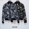 """New!! Military Jacket : เสื้อแจ็คเก็ตลายทหาร จั๊มแขน ใช้ผ้าร่มเนื้อดี เนื้อบาง ใส่สบาย เจาะกระเป๋าด้านข้าง พิมพ์ลายคมชัดทั้งตัวอย่างดี จะแมตช์กับอะไรก็ดูดี ให้ลุคสาวเท่ สไตล์เกาหลีคะ  อก : 42"""" ยาว : 22"""" สี : เทา / เขียว   #chickkstyle"""