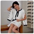 Fabric : ผ้าเปเป้ รีดกราวซับในอย่างดี มีทั้งที่มีกระดุมและไม่มีกระดุม Color : white/black Size : Freesize    #peeht