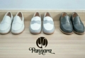 Moccasin (White,Grey,Black)  Size 35-40 ผลิตจากหนังวัวแท้ พื้นนุ่ม แมตช์กับชุดได้ง่าย สวมใส่เบาสบาย Handmade Genuine Leather Shoes with extra sponge  **Size** Size 35 Length 23.5 CM. Size 36 Length 24 CM. Size 37 Length 24.5 CM. Size 38 Length 25 CM. Size 39 Length 25.5 CM. Size 40 Length 26 CM.