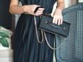 หนังวัวลาย saffiano กระเป๋าทรงคลัชสะพายยาวหรือถือก็เก๋ และใช้แทนกระเป๋าสตางค์ ใส่ธนบัตร/การ์ด สามารถใส่มือถือได้ทุกรุ่น เครื่องสำอางอีกนิดหน่อย ไปเที่ยว หรือออกงานก็เหมาะมากๆกับกระเป๋าทรงนี้ - ช่องบัตร 8 ช่อง  - ช่องธนบัตร 2 ช่อง - ช่องหลักใส่ของปิดด้วยฝาปิดแม่เหล็กซ่อน 1 ช่อง - สายสะพายยาว ถอกเข้า/ออก ได้ Size : W 22 cm x H 11.5cm  Shop : Toppage siam soi 2 Line id : @Charinbag (มี@) FB/IG : Charin bag  #bag #genuineleather #leatherbag #crossbodybag #tote #wallet #purse #handmade #fashion #women #clutch #metallic