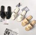 ติดดาวให้เลยกับรุ่นนี้ ขายดีมากที่สุด ติดลมบนมากๆ ยอดขายปาไป 500+ คู่แล้ว ดีงามมากๆ เรียบๆแต่เก๋  Color : white & black & cream Size : 36-40 Price : 390 bath    #shoes #sandals #minimal #shoefashion #รองเท้า #รองเท้าผู้หญิง  Shipping : reg40 / ems70 Contact line : @scp7675s (มี@ค่ะ) #Whiteoakshoes