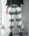 Fabric: Wool  Description: - เนื้อผ้า หนา นุ่ม ขูดขน ทอเป็นลายสก็อต - ขากระบอกใหญ่ 5 ส่วน ทรงขาเต่อ' - จับจีบขนาดใหญ่บริเวณหน้าขาทั้ง 2 ข้าง  Size Size 1: รอบเอว 30 นิ้ว ความยาวกางเกง 32 นิ้ว Size 2: รอบเอว 32 นิ้ว ความยาวกางเกง 33 นิ้ว Size 3: รอบเอว 34 นิ้ว ความยาวกางเกง 34 นิ้ว