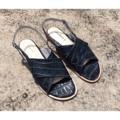 'Crisscross shoes'  รองเท้าไขว้มีสายพันข้างหลัง เหมาะสำหรับทั้งใส่ไปทำงานและใส่ไปเที่ยว สนใจขอดูสีและไซส์เพิ่มเติมได้เลยนะคะ หรือใครอยากได้สีไหนเป็นพิเศษ สามารถสั่งได้เช่นกันค่ะ  Size : 36-40 (another size can be made to order) Color : White/ Dark blue  #coquetshoes #รองเท้าหนัง