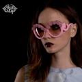 แว่นตากันแดดสีชมพู กรอบแว่นตกแต่งด้วยขนมช่อม่วง สีม่วงพาสเทล เลนส์ใส่สบายไม่หลอกตา สามารถกันแดดได้จริง
