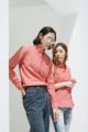 Style ▸ ORIGINAL // Men shirt // Slim fit - Button down collar   Embroidery ▸ Origami raccoon  Color ▸ Red  Material ▸ Made of 100% cotton, high quality and comfortable to wear. Decorated with Genuine wooden buttons, pocket with embroidery on it.  Model ▸ is wearing size M  Size chart ▸ https://dl.dropboxusercontent.com/u/66218545/pk_size_slim-01.jpg  Made by ✂ Imported fabric mostly from Japan and Korea, Manufacturing in Thailand  ----------------------------------------------------------------  ⟁⟁⟁⟁ ABOUT SHIPMENT ⟁⟁⟁⟁  ทางร้านจัดส่งสินค้าทุกวันอังคาร และศุกร์ โดยประมาณนะคะ เนื่องจากสินค้าบางชิ้นมีของอยู่ที่หน้าร้าน ทางจตุจักรเปิดให้เข้าในวันธรรมดาเพียงไม่กี่วัน ดังนั้นจึงจะต้องขอเวลาเข้าไปเอาสินค้า และจัดส่งเป็นอีกวันนึงแทนค่ะ  หากลูกค้ารีบใช้สินค้า เนื่องในโอกาสพิเศษต่างๆ ที่จำเป็นต้องได้รับสินค้าภายในวันที่กำหนดเท่านั้น ทางร้านต้องขอรบกวนสั่งสินค้าล่วงหน้าอย่างน้อย 1 สัปดาห์นะคะ สามารถกดสั่งซื้อ และกดส่งข้อความทางเวบไซต์เพื่อสอบถามได้เลย   ขอบคุณค่ะ :)