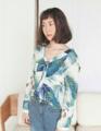 """เสื้อคอวีสไตล์เกาหลีลายใบไม้ Size: ฟรีไซส์ (อก ได้ถึง 37"""") สี: น้ำเงิน/ส้ม ราคา: 490 บาท"""