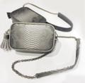 """สี SilverMist Gray & DarkCharcoal Gray กระเป๋าสะพายสายโซ่ในรุ่น """"CALLA""""  ✔️สายสะพายหนัง(ปรับระดับได้)+สายโซ่เกรดPremium ✔️ถุงผ้าสำหรับเก็บรักษากระเป๋า ✔️ช่องเล็กด้านใน ✔️ใส่กระเป๋าเงินใบยาวได้ ✔️size 21.5x13.5x5.5 cm #Bag #crossbodybag #nowisnow #nowisnowofficial"""