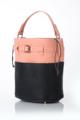 กระเป๋ารุ่น Irene สีทูโทน ชมพู-ดำ หนัง PU คุณภาพดี แบบเรียบเหมือนหนังแกะ  ด้านในเป็นถุงผ้าไนลอนสีน้ำตาล สามารถถอดแยกออกจากกระเป๋าได้คะ ภายในกระเป๋ามีช่องใส่ของ 2 ช่อง และช่องซิป 1 ช่อง สายสะพายสามารถถอดออกได้ และปรับระดับความยาวได้ค่ะ  SALE ฿1,290 เหลือ 690 บาท