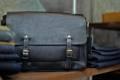 Jekel.H – Messenger Bag 14″ (Black)  อีกสีทางเลือก สำหรับกระเป๋าหนังคุณภาพ ทรงคลาสสิก ผลิตจากหนังวัวแท้คุณภาพสูงชนิดฟอกฝาดสีดำ (Vegetable Tanned Leather) ซึ่งมีคุณสมบัติคือ ผิวสัมผัสเป็นธรรมชาติ เนื้อมีความหนาและนุ่ม ผิวมันเล็กน้อย หนังมีความคงทนเป็นสิบๆปี วัสดุและดีไซน์บ่งบอกถึงความเรียบง่ายและหรูหรา  คุณสมบัติ  ภายในแบ่งเป็นช่องใส่ของสองช่อง ด้วยแผ่นหนังแท้เต็มแผ่นพร้อมตัวล๊อค ช่องใส่ของเพิ่มเติม ด้านหน้า 1 ช่อง ด้านหลัง 1 ช่อง และด้านข้าง 2 ช่อง ช่องซิปเล็กใส่ของด้านใน 1 ช่อง สายกระเป๋าทำจากหนังฟอกฝาด (Vegetable Tanned Leather) ทั้งเส้น สามารถถอดและปรับความยาวของสายได้ วัสดุที่ใช้  หนังฟอกฝาด (Vegetable Tanned Leather) ภายในบุด้วยผ้า Canvas 12 ออนซ์อย่างดี ป้องกันสิ่งของในกระเป๋า ขนาดและน้ำหนัก  Size : 14″(L) x 9″(H) x 3.5″(W) Weight : 1 Kg. สามารถใส่เอกสารขนาด A4 รวมถึงโน้ตบุ้คได้ถึง 13 นิ้ว  #ผู้ชาย #men #กระเป๋า #กระเป๋าถือ #กระเป๋าหนัง #กระเป๋าผู้ชาย #กระเป๋าสีดำ #กระเป๋าหนังสีดำ