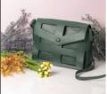 กระเป๋ารุ่น Tammi สีเขียว ผลิตจากหนัง PU คุณภาพดี หนังเรียบ  ด้านในมีกระเป๋าเล็กอีกใบ สามารถถอดแยก แล้วเกี่ยวสายสะพายได้ ซึ้อ 1 เหมือนได้ 2 ค่ะ