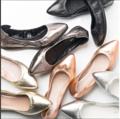 รองเท้ารุ่น Claire (1990 บ.) รองเท้ารุ่นที่ใส่สบายที่สุด ผลิตจากหนังวัวแท้ หน้าเท้ากว้าง ถึงกว้างมากที่สุด  พื้นรองเท้าเป็นยางกันลื่น ที่มีความหนาพอเหมาะ ไม่บางจนสัมผัสทุกอณูของพื้นถนน และไม่หนาเทอะทะ พื้นรองเท้ายืดหยุ่นจนสามารถพับได้ ซับในหนังแท้ น้ำหนักเบามากๆค่ะ