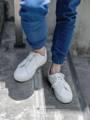 """INTIMATE - WHITE ราคา :  3290 บาท  Size : EU 44   รองเท้ารุ่น """"intimate"""" นี้ เราเลือกแบบรองเท้าที่เรียบง่ายด้วยต้องการเน้นให้เห็นถึงความสวยงามของทรงรองเท้าที่เราขึ้นรูปอย่างใส่ใจ และเสน่ห์ของความเป็นงาน Hand made ที่อยู่ในรายละเอียดส่วนต่างๆ ทั้งการตัดเย็บชิ้นหนัง การเย็บติดพื้นรองเท้าด้วยมือ เพื่อให้รองเท้ารุ่น """"intimate"""" ของเราเป็นทางเลือกที่เกินคุ้มสำหรับคนที่่ มองหา sneaker handmade หนังแท้คุณภาพเยี่ยมสักคู่  ( รองเท้า KEEPROAD ทุกคู่ใช้กระบวนการผลิตขึ้นรูปแบบ HANDMADE ประกอบมือ 100 % ทำให้สินค้าทุกชิ้นมีร่องรอยของงานฝีมืออันเป็นเสน่ห์เฉพาะของงาน Handmade ที่หาไม่ได้ในงานที่ผลิตจากเครื่องจักร )"""