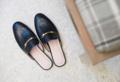 รองเท้ารุ่น Lark (2390 บ.) เป็นรองเท้า Loafer เปิดส้น ผลิตจากหนังวัว ซับในหนังแท้ทั้งชิ้น หนังนุ่ม หน้ากว้าง ใส่สบายมากๆค่ะ  ไม่มีกัดใส่สบายมากๆค่ะ  สี : ดำ, แทน   สินค้าไม่รับคืน แต่สามารถเปลี่ยนไซส์รองเท้าได้หากลองแล้วไม่พอดีค่ะ  ***รองเท้ารุ่นนี้ไซส์ใหญ่กว่ามาตรฐานยูโร เวลาสั่ง ควรลด 1 ไซส์ จาก size chart  1. วางเท้าแนบลงบนกระดาษ 2. ใช้ดินสอขีดเส้นบริเวณปลายเท้าด้านหน้าและหลังขณะที่ยืนอยู่  3. ยกเท้าขึ้นแล้ววัดระยะห่างระหว่าง 2 เส้นเพื่อเทียบกับตาราง size  ตารางเทียบไซส์