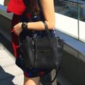 Pixie bag in oreo 🌿 when u have no idea to dress up, grab pixie bag first,it's enough.😉👌🏻 ใบขนาดพอเหมาะ ใช้งานง่ายมากๆเลยค่า หนังแท้ทั้งใบในราคาเพียง 2,500 บาทเท่านั้น
