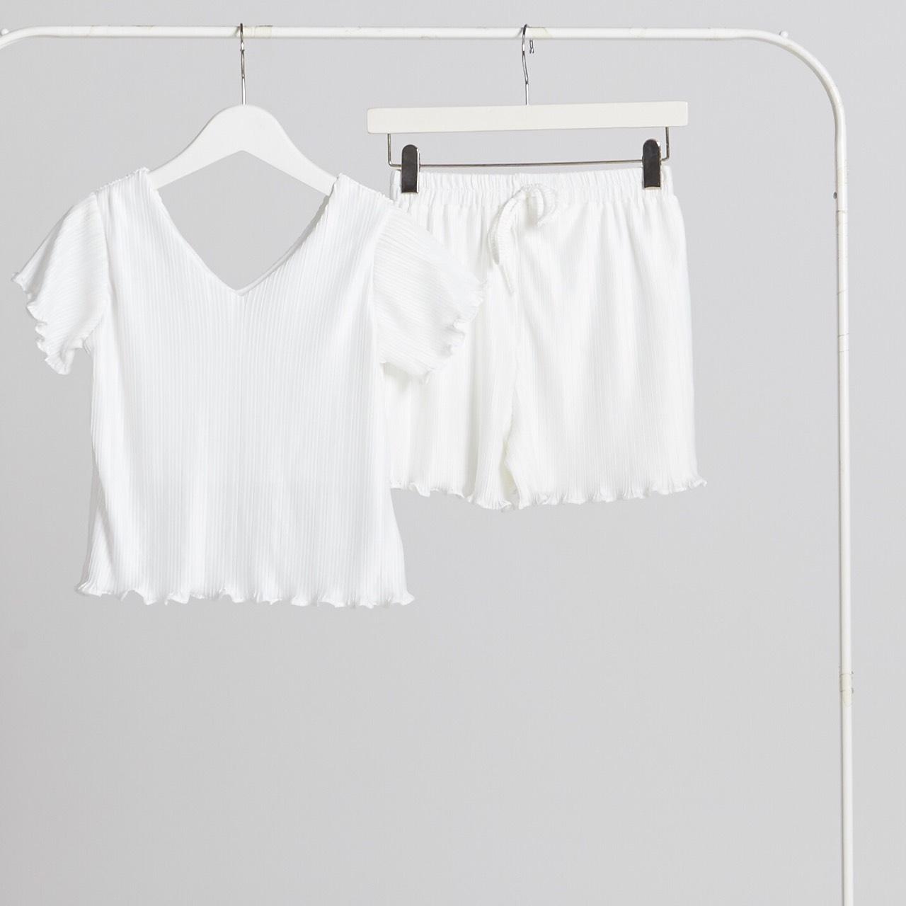 MoodandTone,women,ผู้หญิง,เสื้อผ้าผู้หญิง,เสื้อแขนสั้น,เสื้อพลีท,กางเกง,กางเกงผู้หญิง,กางเกงขาสั้น,กางเกงขาสั้นผู้หญิง,กางเกงพลีท