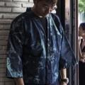 Denim kimono Design by Rusdy  Price: 1,000 baht Concept: เพราะเราต้องการให้คอนเซปเสื้อผ้าผสมผสานระหว่างสีสันต์ในกรุงเทพและความเป็นtraditionalของประเทศญี่ปุ่นซึ่งเสื้อผ้าส่วนใหญ่เราได้รับแรงบันดาลใจจากประเทศนี้และการออกแบบเสื้อผ้าของเราเน้นouterwear เราจึงเลือกเนื้อผ้ายีนที่มีความสมัย ไม่ตกยุค และมีเอกลักษณ์ในตัวเองโดยที่ผู้ใส่สามารถรู้สึกโดดเด่นได้ไม่ซ้ำใคร อีกทั้งเรายังใช้ผ้าเดนิมเพราะมีความเป็นสมัยนิยมเหมาะกับคนในเมืองเป็นอย่างยิ่ง #Rnrclothingline  ขนาด: freesize  หน้า 26 นิ้ว. หลัง 38 นิ้ว. ความยาวแขน 20 นิ้ว
