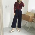 """❁ Bellina Trousers กางเกงขายาวเอวปกติ ผ้า cotton ผสมลินินหนาปกติ มีผ้าและหัวเข็มขัดในตัว เอวด้านหลังเป็นสม๊อค ทรงสวย ใส่กับเสื้อยืดหรือเสื้อเชิ้ตดูดี - - - - - - - - - - - - •• มี 2 สี : สีดำ, สีกรม •• ยาว 34"""" เอวไม่ยืด 27"""" เอวยืดสุด 32"""" สะโพก 36"""" •• ราคา 690 บาท - - - - - - - - - - - -"""