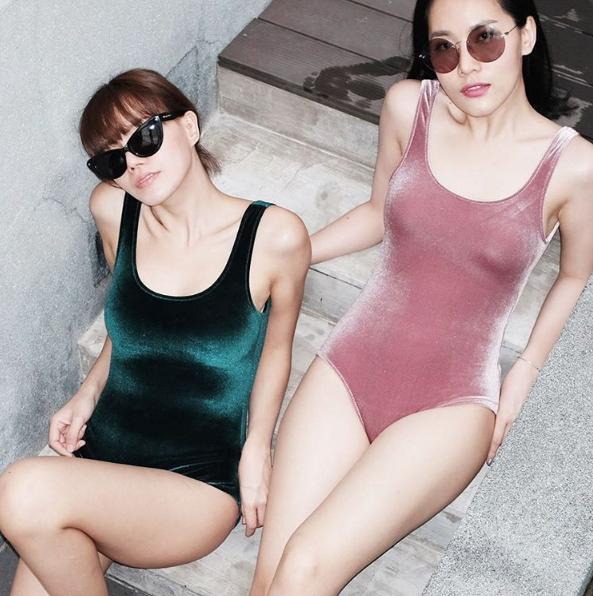 ผู้หญิง,Women,ชุดว่ายน้ำ,ชุดว่ายน้ำผู้หญิง,swimsuit,swimwear,ชุดว่ายน้ำวันพีช,สีพื้น,สีชมพู