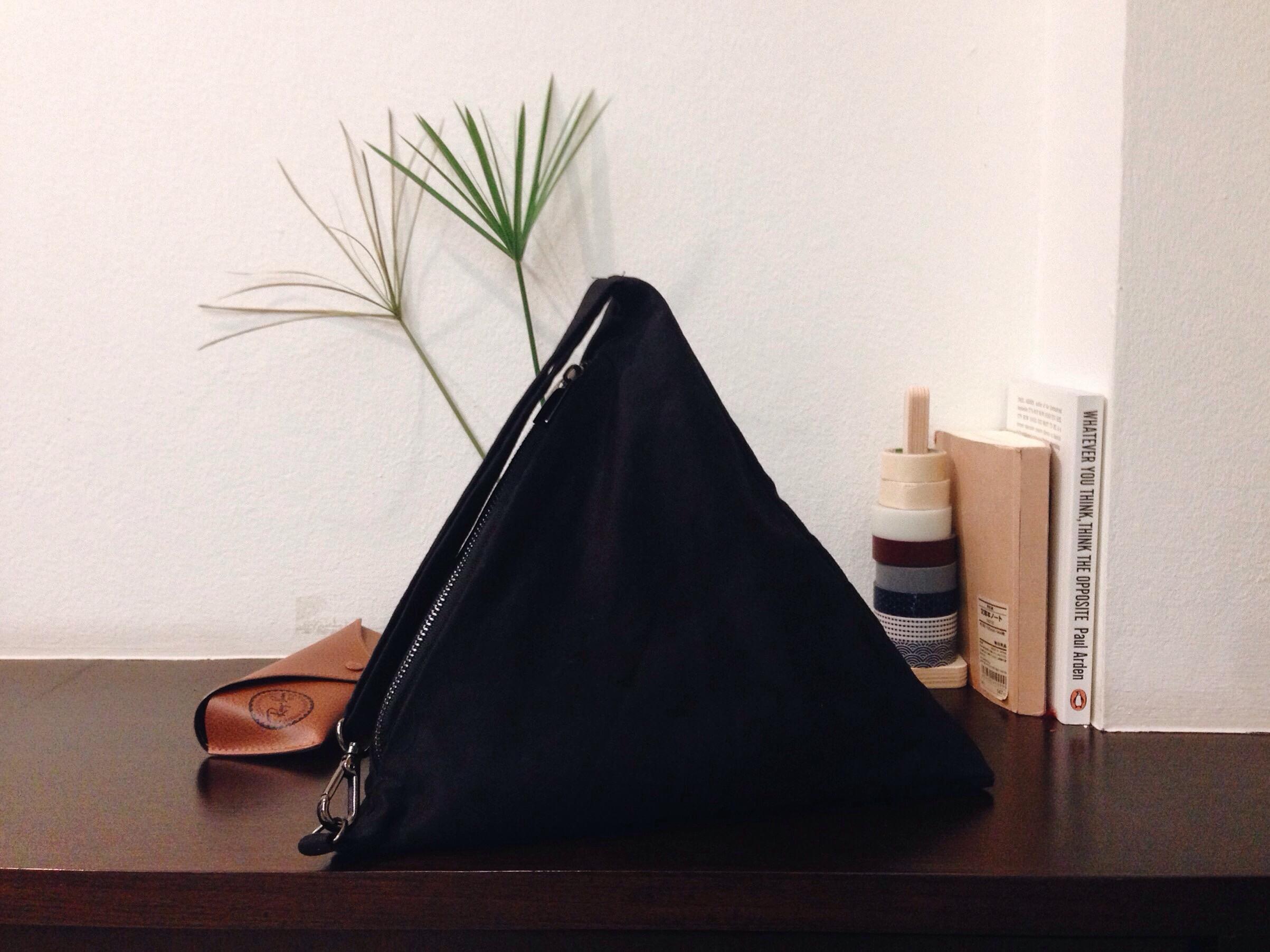 chapiee,chimaki,bag,fashion,shopping,black,minimal,triangle,design