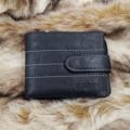 ▶️กระเป๋าสตางค์ (YB-M Short GUBINTU Line Button Zip Black) 📌ลักษณะ : ทรงสั้น 📌สี : ดำ 📌วัสดุ : หนังวัวแท้ 100% 📌ขนาด (ก x ย x สูง) : 8x12x2 cm 📌จำนวนช่องใส่แบงค์ : 2 📌มีช่องซิปตรงช่องใส่แบงค์ : 1 📌จำนวนช่องใส่บัตร : 10 📌มีช่องซิปสำหรับใส่เหรียญ ที่สามารถถอดเข้าออกได้ ⭕️ลักษณะเด่นของกระเป๋าสตางค์ใบนี้ : หนังแท้เนื้อนิ่ม ใช้งานได้หลากหลาย ถ้าต้องการกระเป๋าบางก็สามารถถอดช่องใส่เหรียญออกได้ 📢ราคา 859บาท พร้อมจัดส่ง EMS ⚜️⚜️⚜️⚜️⚜️⚜️⚜️⚜️⚜️⚜️⚜️⚜️ 📞Line : @nushop2016 (มี @ ด้วยค่ะ) #สินค้าส่งทุกวัน จ-ศ  #ซื้อสินค้าร้านนี้ ลูกค้าได้รับของ 💯% #NUShop