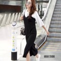 """!! มารอบ 4 !! Back in stock!! Korea Dress Set : เซทเดรสสายเดี่ยวคอวี ผ่าชายเดรสด้านข้างสูง ใช้ผ้าเนื้อร่องถี่ มาพร้อมกับเสื้อคอกลมสีขาวแยกชิ้น จะแมตช์เป็นเซท หรือใส่แยกชิ้นก็เก๋ ให้ลุคน่ารักสไตล์เกาหลีคะ  เสื้อ อก : 40"""" ยาว : 20""""  เดรส อก : 36""""-40"""" ยาว : 46""""  สี : ดำ  #chickkstyle"""