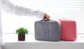 กระเป๋าใส่เครื่องสำอางค์ สำหรับเดินทาง ให้การเดินทางของคุณสะดวกยิ่งขึ้น  ขนาด : 15*22*5 cm น้ำหนัก : 110 g  ช่วยจัดการการเดินทาง ใส่ กระเป๋าเดินทาง เป็นระเบียบมากขึ้น  มี 3 สีค่ะ สีเทา สีชมพู สีฟ้า
