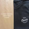 เสื้อยืดลาย CLASSIC ใส่ได้ทั้งผู้ชายและผู้หญิง เนื้อผ้ารุ่น Original จะเป็น Cotton 100% นุ่มใส่สบาย ไม่ร้อน ระบายอากาศได้ดี MOG CLASSIC รุ่น Original เหมาะสำหรับวันที่ต้องการความคล่องตัว มี 2 สี ให้เลือกด้วยกัน เป็นเจ้าของได้แล้ววันนี้ !!  ตัวละ 190 บาทส่งฟรี ลงทะเบียน / EMS เพิ่ม 30 บาท   มีทั้งหมด 3 ไซส์ S M L ไซส์ S : รอบอก 32 นิ้ว ยาว 27 นิ้ว  ไซส์ M : รอบอก 36 นิ้ว ยาว 28 นิ้ว  ไซส์ L : รอบอก 40 นิ้ว ยาว 29 นิ้ว  สั่งซื้อได้ตลอด 24 ชม. จัดส่ง จ-ส ครับ