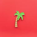Coconut Tree Pin. (PP07)  เข็มกลัดแบบหมุด ลายต้นมะพร้าว ผลิตจากวัสดุ Enamel  •••••••••••••••••••••••••••••••••••••  ✨ Price : 250 baht (ส่งฟรี)