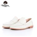 Moccasin (White,Grey,Black)  Size 35-40 ผลิตจากหนังวัวแท้ พื้นนุ่ม แมตช์กับชุดได้ง่าย สวมใส่เบาสบาย Handmade Genuine Leather Shoes with extra sponge Color : White **Size** Size 35 Length 23.5 CM. Size 36 Length 24 CM. Size 37 Length 24.5 CM. Size 38 Length 25 CM. Size 39 Length 25.5 CM. Size 40 Length 26 CM.