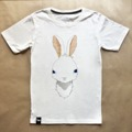 เสื้อยืดลาย Japanese Rabbit ใส่ได้ทั้งผู้ชายและผู้หญิง แนว Graphic Character  ผลิตจากเนื้อผ้านุ่ม cotton 100% แน่นอน !!  ราคาเพียงตัวละ 245 บาทส่งฟรี ลงทะเบียน / EMS เพิ่ม 30 บาท   มีทั้งหมด 3 ไซส์ S M L ไซส์ S : รอบอก 32 นิ้ว ยาว 27 นิ้ว  ไซส์ M : รอบอก 36 นิ้ว ยาว 28 นิ้ว  ไซส์ L : รอบอก 40 นิ้ว ยาว 29 นิ้ว  สั่งซื้อได้ตลอด 24 ชม. จัดส่ง จ-ส ครับ  #เสื้อยืด #Tshirt #ทีเชิ้ต