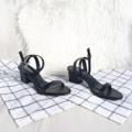 """ALICIA"" 🌿   รองเท้าทรงแม็กซี่สำหรับสาวๆที่ชอบความสบาย เปลือยเท้าไม่อับไม่อึดอัดเท้า แถมยังเรียบหรูดูเก๋ด้วย แมทง่ายได้หลายลุคมากๆๆ นี่เลย musthave มากๆค่า   3 colors ; pure white - dark black - nude  ขนาดมาตราฐานนะคะ 🌵 •size 36 ความยาวเท้า 23  •size 37 ความยาวเท้า 23.5 •size 38 ความยาวเท้า 24 •size 39 ความยาวเท้า 24.5 •size 40 ความยาวเท้า 25   #Sandals #shoesfashion #womenfashion #womenshoes #รองเท้าแฟชั่น #รองเท้าส้นสูง #รองเท้ารัดข้อ #รองเท้าผู้หญิง #รองเท้านิ่ม  #Whiteoakshoes"