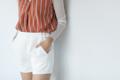 👖Mellow shorts กางเกงขาสั้น ตกแต่งดีเทลห่วงสี่เหลี่ยมซ้ายขวา พร้อมกระเป๋าสองข้าง เนื้อผ้าดี๊ดีมีน้ำหนัก มีซับใน ดูแพงเกินราคา แถมแมชต์ได้ทู้กชุด คุ้มไปอีกค้ะ color: ขาว l ดำ size: S M price: 390.- ฟรีส่งลงทะเบียน 📦