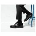 """"""" DOUBLE BLACK """" รองเท้าหนัง Handmadeประกอบมือ ออกแบบโดยผสานตัวรองเท้าที่เรียบง่ายเข้ากับพื้นโฟมดำสูงมีเอกลักษณ์ เพื่อแสดงออกถึงความความเชื่อมั่นในตัวตนของผู้ส่วมใส่  EU Size : 39,40,41,42,43, 44 สินค้าใส่ไม่พอดี หรือ ไม่พอใจสินค้าสามารถเปลี่ยนหรือคืนได้ครับ ( เฉพาะสินค้าที่อยู่ในสภาพสมบรูณ์ไม่ผ่านการใช้งานครับ )  ตัวรองเท้า : หนังวัวแท้ขัดมัน พื้นรองเท้า : โฟมป้องกันการยุบตัว ด้านใน : บุด้วยหนังแท้ การผลิต : Handmade ประกอบมือ   รองเท้า KEEPROAD ทุกคู่ใช้กระบวนการผลิตแบบ HANDMADE ประกอบมือ ทำให้สินค้าทุกชิ้นมีร่องรอยของงานฝีมืออันเป็นเสน่ห์เฉพาะของงาน Handmade ที่หาไม่ได้ในงานที่ผลิตจากเครื่องจักร  ------------------------------------------------------ #ผู้ชาย #men #รองเท้า #รองเท้าผู้ชาย #รองเท้าหุ้มส้น #รองเท้าหนัง #รองเท้าหนังสีดำ"""