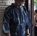 Denim kimono Design by Rusdy  Price: 1,250 baht Concept: เพราะเราต้องการให้คอนเซปเสื้อผ้าผสมผสานระหว่างสีสันต์ในกรุงเทพและความเป็นtraditionalของประเทศญี่ปุ่นซึ่งเสื้อผ้าส่วนใหญ่เราได้รับแรงบันดาลใจจากประเทศนี้และการออกแบบเสื้อผ้าของเราเน้นouterwear เราจึงเลือกเนื้อผ้ายีนที่มีความสมัย ไม่ตกยุค และมีเอกลักษณ์ในตัวเองโดยที่ผู้ใส่สามารถรู้สึกโดดเด่นได้ไม่ซ้ำใคร อีกทั้งเรายังใช้ผ้าเดนิมเพราะมีความเป็นสมัยนิยมเหมาะกับคนในเมืองเป็นอย่างยิ่ง   ขนาด: freesize  หน้า 26 นิ้ว. หลัง 38 นิ้ว. ความยาวแขน 17 นิ้ว  ------------------------------------------------------  #Rnrclothingline #ผู้หญิง#Women#ผู้ชาย#Men#Unisex #เสื้อผู้หญิง#เสื้อคลุม#เสื้อผู้ชาย #เสื้อคลุมทรงกิโมโน#เสื้อคลุมกิโมโน#เสื้อกิโมโน#กิโมโน #สีกรม#เสื้อคลุมสีกรม #เดนิม#ผ้าเดนิม