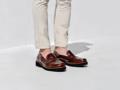 Layer Brown รองเท้าหนัง Handmadeประกอบมือ ออกแบบโดยผสานตัวรองเท้าที่เรียบง่ายเข้ากับพื้นโฟมดำมีเอกลักษณ์ เพื่อเป็นอีกหนึ่งทางเลือกคุณภาพสำหรับปลดปล่อยสไตล์ที่เป็นคุณ  ตัวรองเท้า :  หนังวัวแท้ขัดมัน พื้นรองเท้า : โฟมป้องกันการยุบตัว ด้านใน : บุด้วยหนังแท้ การผลิต : Handmade ประกอบมือ   สินค้าใส่ไม่พอดี หรือ ไม่พอใจสินค้าสามารถเปลี่ยนหรือคืนได้ครับ ( เฉพาะสินค้าที่อยู่ในสภาพสมบรูณ์ไม่ผ่านการใช้งานครับ )  ------------------------------------------------ #men #ผู้ชาย #รองเท้า #รองเท้าผู้ชาย #รองเท้าหนัง #รองเท้าหนังสีน้ำตาล #รองเท้าหุ้มส้น