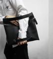 Material: Imported PU  Dimension: 10 x 14 นิ้ว - สามารถใส่กระดาษขนาด A4 และ Tablet ได้  Color: Black | Beige | Green  Details: - ซิปช่วงบนตัวกระเป๋า ที่เพิ่มลูกเล่นให้สามารถสอดแขนเข้าไปได้ - สายสำหรับสอดข้อมือบริเวณด้านล่างของตัวกระเป๋า - ด้านในบุด้วยผ้าหนาอย่างดี มีความคงทน รับน้ำหนักได้มาก - อะไหล่สีเงินทั้งใบ - ด้านหลังของกระเป๋า มีโลโก้ BLACKSMITH  ----------------------------------------------------- #ผู้ชาย #men #กระเป๋า #กระเป๋าถือ #กระเป๋าถือผู้ชาย #กระเป๋าหนัง #กระเป๋าผู้ชาย #กระเป๋าสีเบจ #กระเป๋าสีดำ #กระเป๋าสีเขียว
