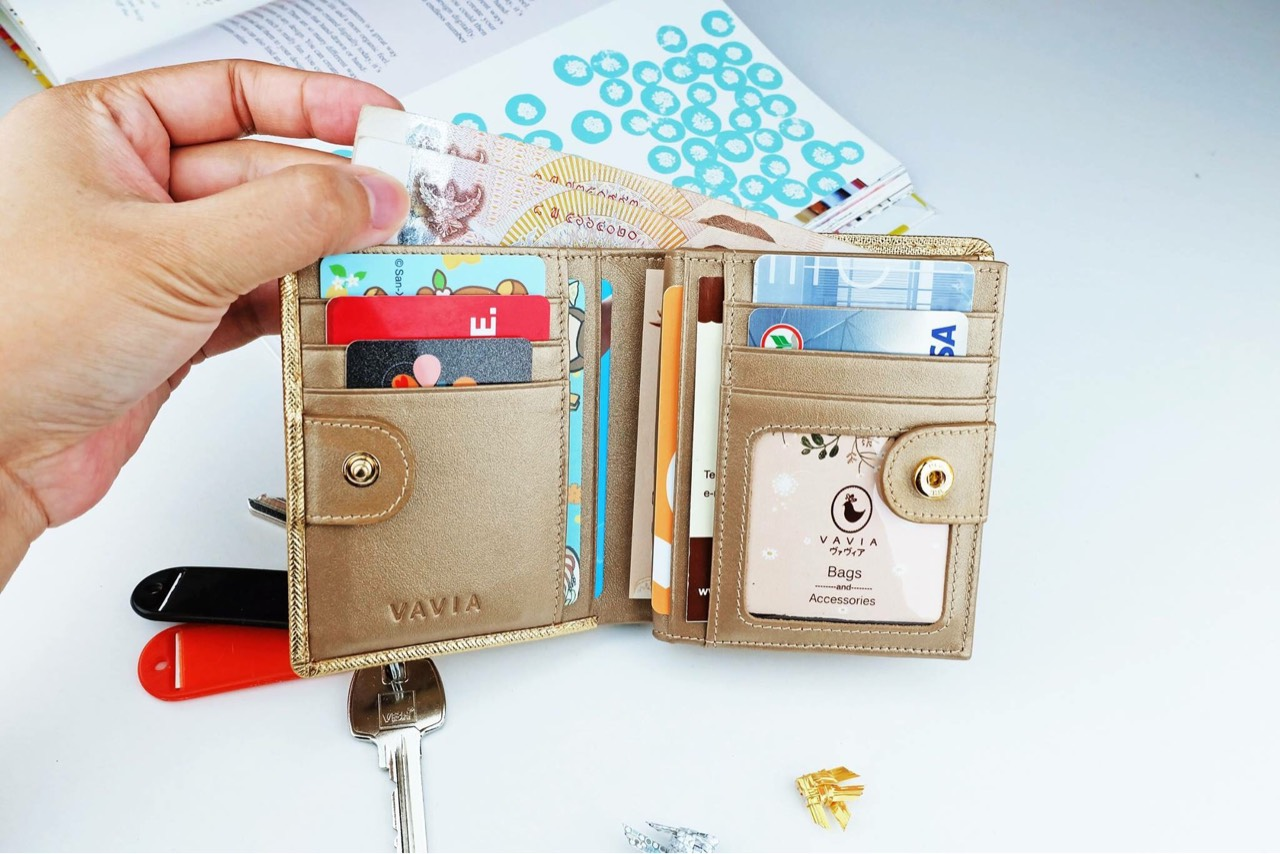 vavia,vaviadesign,pocketbookwallet,wallet,gold,leather,cowleather,purse,bag,saffiano,nappa,กระเป๋าสตางค์,กระเป๋า,สีทอง,ทอง,หนังแท้,กระเป๋าสตางค์ใบสั้น,กระเป๋าสตางค์ขนาดเล็ก,minimalist,classic