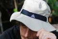 Hiking Hat หมวก ผ้าฝ้ายระบายอากาศได้ดี ป้องกันแสงแดด  หมวกน้ำหนักเบา  ช่วยป้องกันรังสียูวี มีสายรูดปรับระดับได้ Color= gray of white สี ขาวอมเทา  สายคาดสีน้ำเงิน