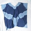 เสื้อทรงปีกค้างคาว ผ้ายีนส์ญี่ปุ่นเนื้อนิ่ม ทิ้งตัว . . . . . . . . . . . . . . . . . . . . . . . . . . . . . . . . . . . . .. . . . . . . . . + ขนาด : Freesize + โทนสี : น้ำเงินเข้ม (ยีนส์เข้ม) + เนื้อผ้า : ผ้ายีนส์ญี่ปุ่นบาง + ราคา : 420 บาท