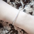 ✨ Basic collection l Basic B_Circle 💎 เอาใจคนรักความเรียบง่าย แต่ยังแฝงความหรูหรามีคลาสตามแบบฉบับของ Lida Jewelry ด้วยสร้อยข้อมือเพชรทรงกลม ประกายเงางามเหมือนเดิม สามารถแมชกับข้อมือเส้นอื่นได้ ถือเป็นไอเท็มพื้นฐานที่สาวๆควรมีติดไว้ค่ะ . ◽️ Material: plated by White gold, Sterling silver with Cubic Zirconia ◽️ Free size ◽️ Price: 1090 Baht (Free EMS/Kerry) ◽️ Ship worldwide 💕 LINE: @ lidajewelry