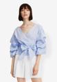 """""""เปลี่ยนลุคให้คุณกลายเป็นสาวเท่ห์ที่แอบหวานเล็ก ๆได้ทันที ด้วยเสื้อเบลาส์สีฟ้าล้วนตัวนี้จาก Mirror Dress มาพร้อมดีเทลน่ารักๆของช่วงแขนทรงพองและผ้าผูกประดับเอว ตัวเสื้อผลิตจากผ้าฝ้ายเนื้อดี อยู่ทรง ให้สัมผัสเบาสบายตัวทุกครั้งที่สวมใส่  - ตัดเย็บด้วยผ้าฝ้าย - คอแหลม - แขนพอง Puff Sleeve - พร้อมสายผูกเอว - ทรงพอดีตัว - ไม่มีซับใน  ไหล่ x รอบอก x ความยาว x แขนยาว (นิ้ว) - S ( 21"""""""" x 37"""""""" x 24"""""""" x 13.3"""""""") - M ( 21.6"""""""" x 38.5"""""""" x 24.4"""""""" x 13.7"""""""") - L ( 22"""""""" x 40"""""""" x 25"""""""" x 14"""""""") - XL ( 22.5"""""""" x 41.7"""""""" x 25.5"""""""" x 14.5"""""""")"""""""