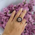 มี 2 สี สี nature black ปรับขนาดตัวแหวนได้ สามารถเลือกดอกไม้ได้ค่ะ  ดอกยิปโซ ความรัก แทนความรักที่บริสุทธ์ ดอกสแตติส แทนความรู้สึกดีๆที่มีให้กัน ดอกสุ่ย เป็นสัญลักษณ์แห่งความสุข สดชื่นเบิกบาน ดอกไม้แห้งผสม ดอกหญ้า แทนความทรงจำที่มีให้กันตลอด #handmade #แหวน  #Memoire