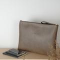 """กระเป๋าหนัง PVC เนื้อหนา  2.0 มิล  บุผ้าด้านในป้องกันการกระแทก ☆ ขนาด: 16""""x11.5"""" (40 x 29 cm.) ☆ แนวทแยง : 19"""" (48cm.) ☆ สายคล้องมือ : ยาว 5.5""""x0.6"""" (14x1.5cm.) ☆ ซิปสีทอง   กระเป๋าใส่หนังสือ, ชีทเรียน, โน้ตบุ๊ค สรรพสิ่งจิ๊งเกอร์เบล ☆ ใส่กระดาษ A4, F4, ได้ ☆ ใส่ Note Book 13"""", MAC Book 13""""ได้ ☆ ใส่ iPad, iPad Mini, Tablet ได้  ★ สอบถามกด """"แชทเลย"""" ในแอพได้เลย      #กระเป๋าแฟ้ม #กระเป๋าผ้า #กระเป๋าถือ #handmadebag #totebag #canvasbag #minimalstyle #basicstyle #koreanstyle  #hipsterstyle #minimal #basic #hipster #pastel #stripe #polkadot #ของขวัญ #vintage #กระเป๋าเป้ #waraleesday"""