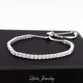 ✨ Basic collection l Basic B_rectangle 💎 เอาใจคนรักความเรียบง่าย แต่ยังแฝงความหรูหรามีคลาสตามแบบฉบับของ Lida Jewelry ด้วยสร้อยข้อมือเพชรทรงสี่เหลี่ยม ประกายเงางามเหมือนเดิม สามารถแมชกับข้อมือเส้นอื่นได้ ถือเป็นไอเท็มพื้นฐานที่สาวๆควรมีติดไว้ค่ะ  ◽️ Material: plated by White gold, Sterling silver with Cubic Zirconia ◽️ Free size ◽️ Free EMS/Kerry ◽️ Ship worldwide 💕 LINE: @lidajewelry