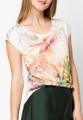 """ขนาด : ไหล่กว้าง x รอบอก x ความยาว One Size ( 22"""" x 38"""" x 23.5"""")  ดูดีได้ง่ายๆ ด้วยเสื้อยืดทรงใส่สบายจาก Mirror Dress ที่ตัดเย็บจากผ้าฝ้ายผสมเนื้อยืดในทรงคอกลมแขนสั้น ด้านหน้าพิมพ์ลายกระต่ายในป่าในโทนสีสดใสให้ดูอ่อนหวาน เป็นไอเท็มที่สาวๆ ควรมีติดตู้ไว้  - ตัดเย็บจากผ้าฝ้ายผสม - ดีไซน์คอกลม - แขนสั้น - แบบสวม - ทรงใส่สบาย - ไม่มีซับใน"""