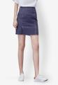 """กระโปรงสั้นจากแบรนด์ Mirror Dress ที่ใครเห็นก็ต้องหลงรักกับความน่ารักของการเลือกใช้สีน้ำเงินฟอกสุดเท่ห์และเดินเส้นด้ายสีขาวตัดกัน เพียงแค่ใส่แมทช์กับเสื้อยืดสีขาวก็สวยได้ง่ายๆ  - ผลิตจากคอตตอนผสม - ซิปซ่อนด้านข้าง - ทรงเข้ารูป - ไม่มีซับใน  ขนาด : รอบเอว x รอบสะโพก x ความยาว (นิ้ว) S ( 25"""" x 34.6"""" x 17.7"""") M ( 26.7"""" x 36"""" x 17.7"""") L ( 28.3"""" x 37.7"""" x 17.7"""")"""