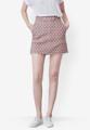 """กระโปรงสั้นจากแบรนด์ Mirror Dress ที่ใครเห็นก็ต้องหลงรักกับความน่ารักของการเลือกใช้ผ้าคอตต้อนสีน้ำตาลจุดขาว เพียงแค่ใส่แมทช์กับเสื้อยืดสีขาวก็สวยได้ง่ายๆ  - ผลิตจากผ้าคอตตอน - ซิปด้านข้าง - ทรงเข้ารูป - ไม่มีซับใน  ขนาด : รอบเอว x รอบสะโพก x ความยาว (นิ้ว) S ( 24.8"""" x 33.7"""" x 16.5"""") M ( 26.3"""" x 35.5"""" x 16.5"""") L ( 28.3"""" x 37"""" x 16.5"""")"""
