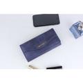 กระเป๋าสตางค์แฟชั่น รุ่น NEWFASHION   เรียบหรูดูดี คุณภาพดี วัสดุเป็นหนัง เนื้อสัมผัสดี มีช่องเสียบหลายช่องใส่ธนบัตร เหรียญ บัตรธนาคาร ฯลฯ  - Color : แดง ดำ น้ำตาล น้ำเงิน ครีม - Material : หนัง - Size (กxยxส) : 9x18.5x18 cm - Price : 219 ฿ -------------------------------------------------------- #woman #minimal #สินค้ามือหนึ่ง #ถ่ายภาพจากสินค้าจริง #กระเป๋าถือ #กระเป๋าสตางค์ #Anaconda168