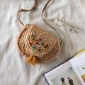 กระเป๋ใบเล็กรุ่น Lavender ผลิตจากวัสดุธรรมชาติ ตกแต่งลายปักดอกไม้ ดีเทลสวย สีสันน่ารัก   ขนาด : 19x14 cm สายปรับสั้นยาวได้ ยาว 120 cm วัสดุ : ธรรมชาติ  #กระเป๋า #กระเป๋าสะพาย #กระเป๋าสาน